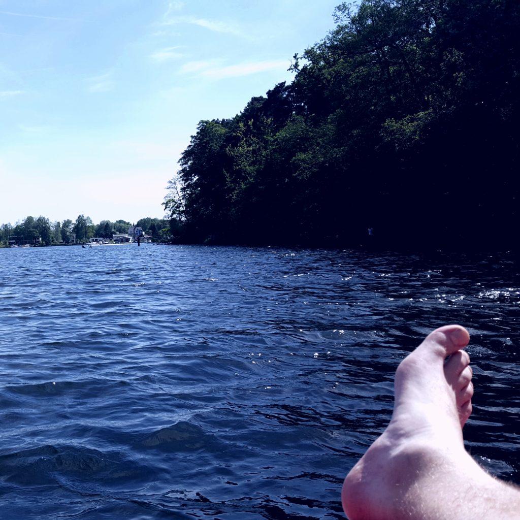 Mitm Boot auf dem See. Läuft.